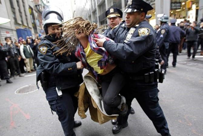 2011년 9월부터 시작된 월가를 점령하라 시위는 11월 17일 뉴욕 경찰의 대대적인 해산 작전을 통해서 사실상 종결되었다. 이후 몇 차례 산발적인 시도가 있었지만, 성공하지 못했다. 너무 많은 사람들이 너무 많은 주장을 한 것이 실패의 주 원인으로 꼽힌다. - REUTERS/Mike Segar 제공